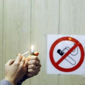Курить в коммунальных квартирах и общежитиях запретят на городском уровне