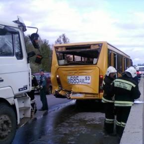 В ДТП на Киевском шоссе под Гатчиной попал автобус Минск - Санкт-Петербург