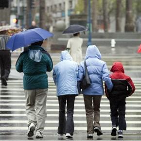 На проспекте Энгельса Honda сбила мать с двумя маленькими детьми