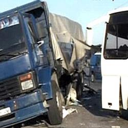 В ДТП с маршруткой и грузовиком на Дороге жизни пострадали 9 человек