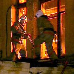 Из-за пожара в квартирной мини-сауне на Стачек эвакуировали 20 человек