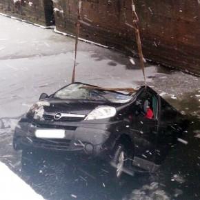 Авария в Шлиссельбурге: автобус упал в реку, 6 человек погибли