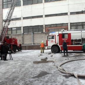 Пожар на Васильевском острове: завод Козицкого тушат 74 человека