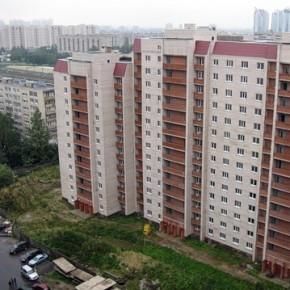 В Купчино 15-летняя девушка выбросилась с балкона 13 этажа и погибла