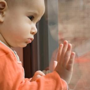 В Петербурге на Васильевском острове 4-летний мальчик выпал из окна