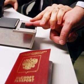 Отпечатки пальцев в новых загранпаспортах станут обязательными с 1 января 2015 года