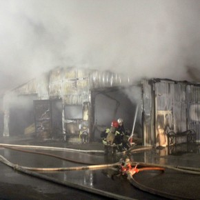 Пожар на Бассейной улице уничтожил офисы и шиномонтаж