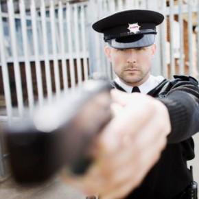 В Петербурге охранник торгового центра прострелил голову прохожему