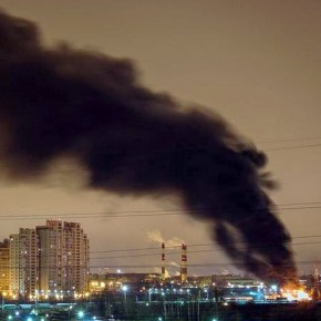 На улице Ворошилова произошел крупный пожар на химическом складе