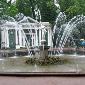 В Петербурге после зимы запустили первые фонтаны