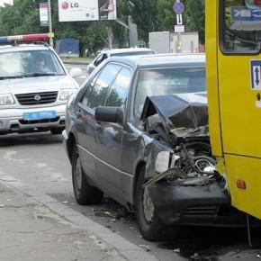 В ДТП на Светлановском проспекте с участием маршрутки пострадали трое
