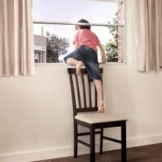 В Красном Селе из окна 4 этажа выпал 2-летний ребенок