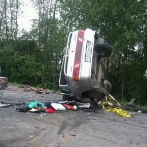 В лобовом ДТП под Красным Селом погибли три пассажира