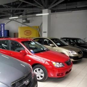 Автомобильный рынок Петербурга, как и России, упал и продолжает сокращение