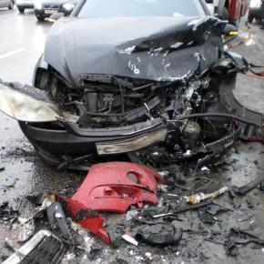 В аварии на Таллинском шоссе погибли женщина и ребенок, четверо в больнице