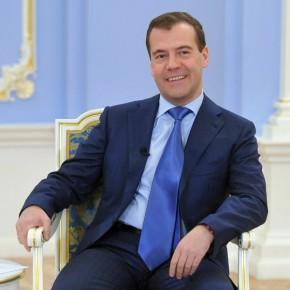Политику правительства Медведева обсудят в Петербурге 7 октября