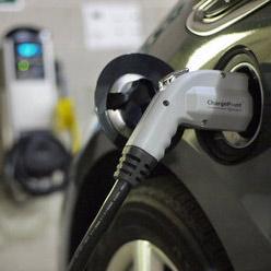 Зарядить электромобиль в Петербурге к концу 2016 года будет можно по 18 адресам