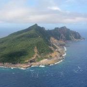 Китайские корабли были замечены у берегов спорных с Японией островов : протесты продолжаются
