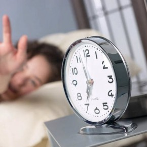 Летнее время решили оставить : осенью 2012 часы переводить не будут
