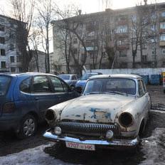 Вывоз из дворов и утилизацию бесхозных автомобилей в Петербурге активизируют