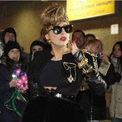 Леди Гага заявила на концерте, что выступает благодаря Медведеву