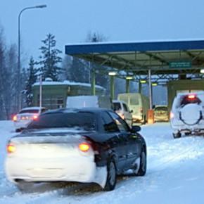 На границе с Финляндией начались новогодние очереди