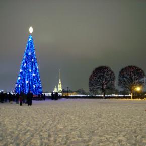 По прогнозу петербургских синоптиков, погода в новогоднюю ночь будет теплой