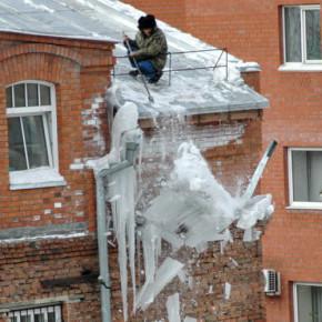 За падение сосулек с крыш ответят чиновники, заведующие уборкой снега