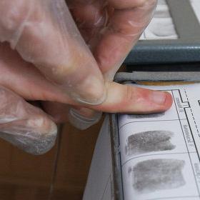 Загранпаспорта с отпечатками пальцев начнут выдавать с июля 2013