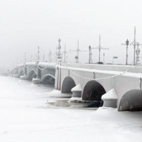 Ночное движение по Троицкому мосту закроют на неделю