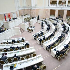 Зарплата питерских депутатов выросла на треть