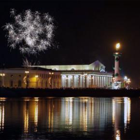 Петербург отметит 23 февраля салютом и зажжением огней на Ростральных колоннах