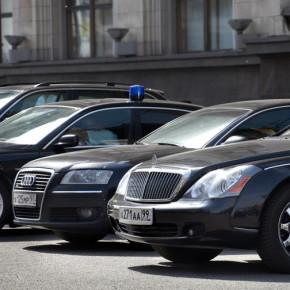 Петербургские чиновники будут ездить на машинах не дороже 1,1 миллиона рублей