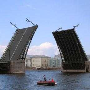 Дворцовый мост будет полностью закрыт для пешеходов и водителей до 16 мая