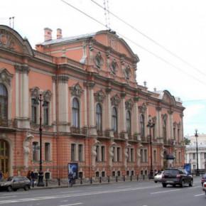 Реконструкция дворца Белосельских-Белозерских закроет правую полосу на Невском