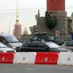 Дворцовый мост закрыт на три недели: как объезжать