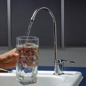 Эксперты: пить горячую воду из петербургских кранов теперь можно, но не нужно