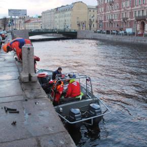 ДТП на набережной реки Мойки: Mitsubishi Lancer упал в воду