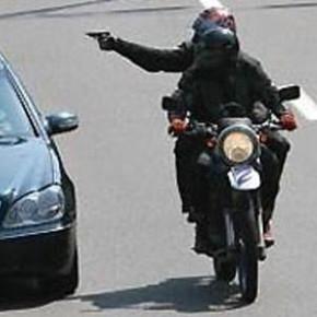 Псевдомотоциклисты попытались ограбить банк в центре Петербурга
