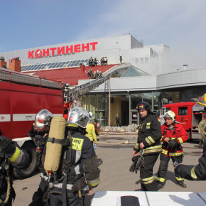 Пожар на улице Ленсовета: у пристройки к ТРК