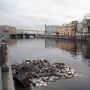 Смольный обещает вычистить самые грязные реки Петербурга