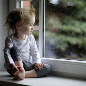 В Колпино еще один ребенок выпал из окна многоэтажки