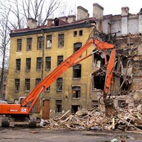 В Смольном рассказали, какие дома будут расселять до конца 2013 года