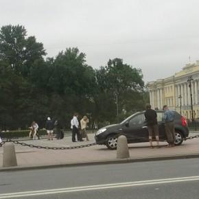 В Петербурге иномарка вылетела на пешеходную зону у Медного всадника