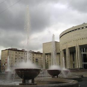 Фонтан у РНБ на Парке Победы вновь запустят к 2015 году
