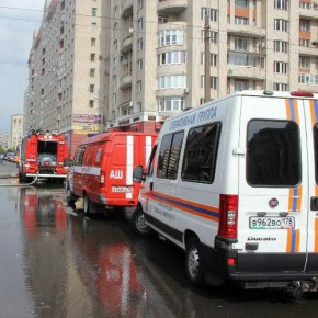 Пожар на Нахимова: из-за горящего мусора эвакуированы 15 человек