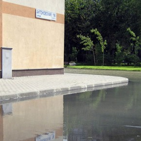 Из-за прорыва холодной воды в Полюстрово затопило школу