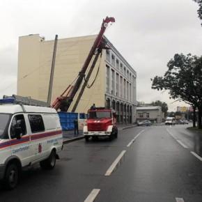 Лиговский проспект закрывали из-за чуть не перевернувшейся буровой установки