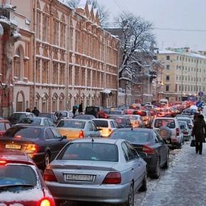 Эксперты подсчитали сколько машин в Петербурге