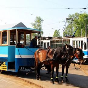 В день 150-летия петербургского трамвая по городу прошла конка